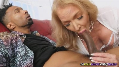 Mature Woman Licked The Black Man's Dick Great