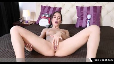 Lovely Teen Lilu Moon Toys to Orgasm