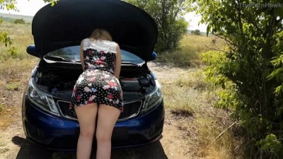 The Beauty Woman whose car broke down needs Help | PUBLIC