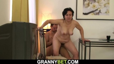 Picked up old Brunette Grandma Rides his Big Dick
