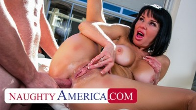 Naughty America - Veronica Avluv Gets a Wet Juicy Creampie