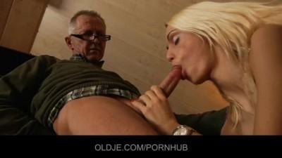 Blonde Slut Chick Erica Fontes Fucking Old Man - Oldje