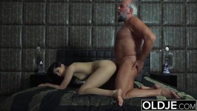 Pretty Teen wants Cock! Teen Girl So Horny! Oldje