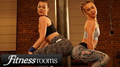 Flexible Busty Lesbian Alecia Fox and Charlie Red Gorgeous Twerk Show