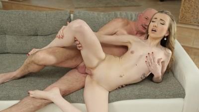 DADDY4K. Fat Bald Senior Erhält Einen Blowjob Von Einem Herausragenden Model