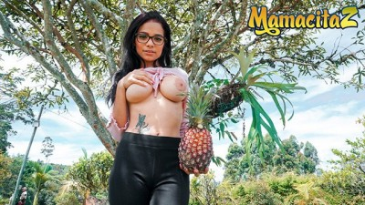 CarneDelMercado - Brunette Girl With Natural Breasts Likes Pineapple
