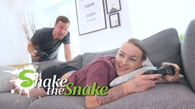 Shake the Snake - she Play a Sexual Game & he Win