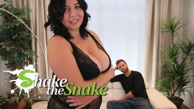 Shake the Snake - Sexy Chubby Girls knows best