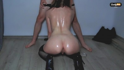 Hot oily sex in the empty room