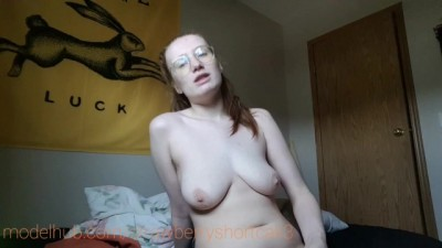 sexy girl starts the day naked