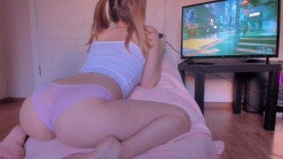 My step sister looks at my ass while playing games