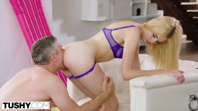 Blonde Hipster Beauty Can Never Get Enough Hard Anal