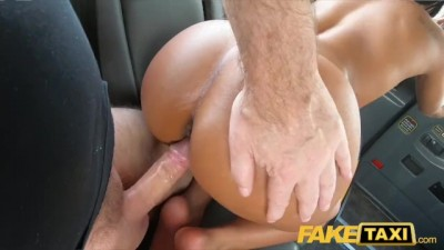 Ebony horny beauty Lola Marie tests cabbies stamina