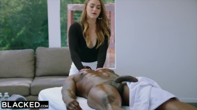 This PAWG masseuse did not expect to fuck her black client