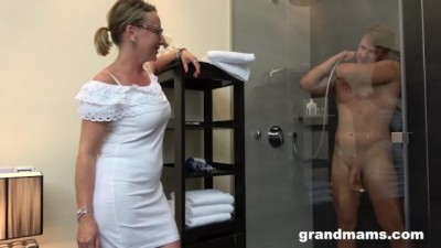 Twink's First Time with Gorgeous Grandma Cumshot