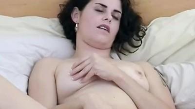 Yanks - Brunette Michelle Masturbates