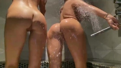Shower with Addie Andrews Hot Lesbıan