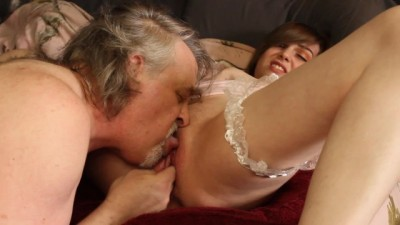 Lee Eats Roxy's Pussy Untill she Squirts in his Face