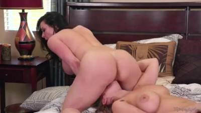 Stepmom Kendra Lust have Sex with Lena Paul